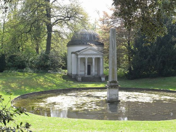 Follow_Ionic Temple at Chiswick House