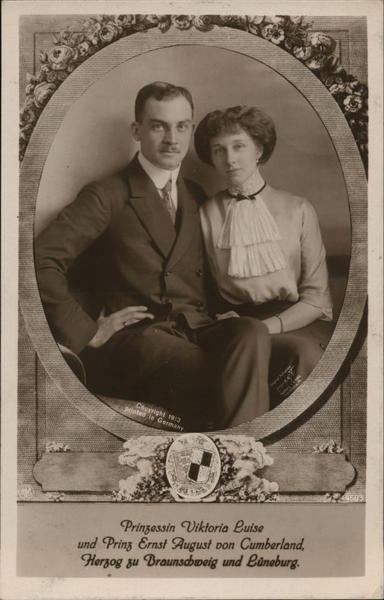 Black and white postcard dated 1913 with a photo of the prince and princess seated beside each other.
